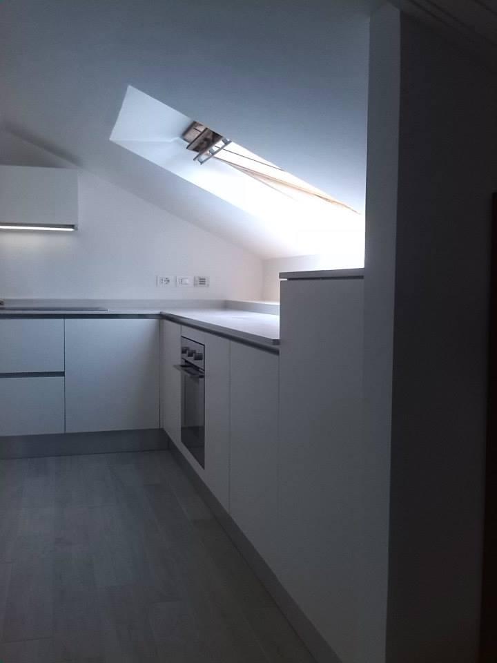 Mansarda Soffitto Bianco: Soppalchi soffitti bassi: soffitto alto come arredare triseb. Colori e ...